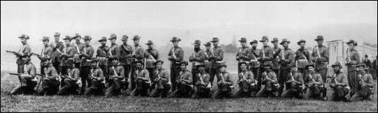 NSW Mounted Riflemen pose before departure for South Africa